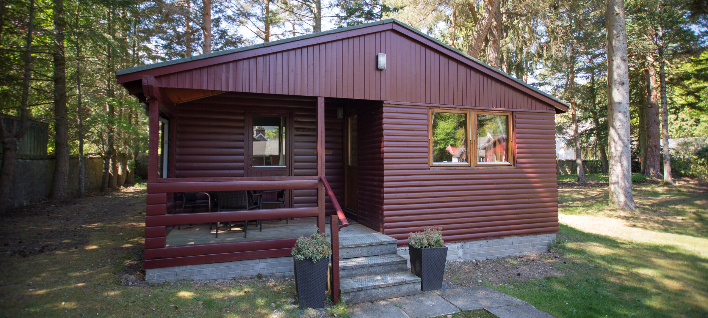 <h2>7 self-catering lodges in the heart of Ballater and Royal Deeside - Glen Muick</h2><div class='slide-content'></div>
