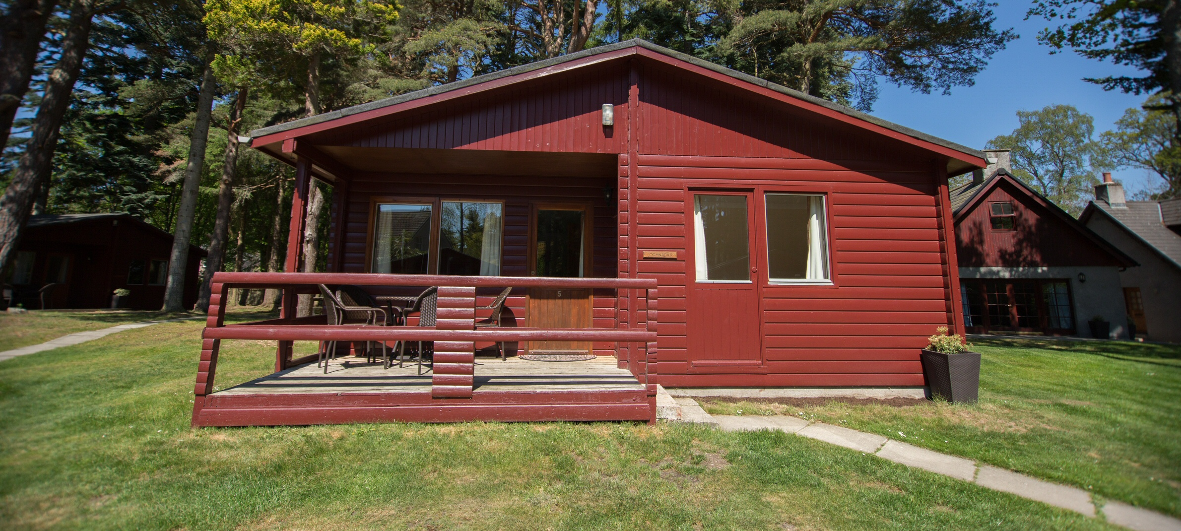<h2>7 self-catering lodges in the heart of Ballater and Royal Deeside - Lochnagar</h2><div class='slide-content'></div>